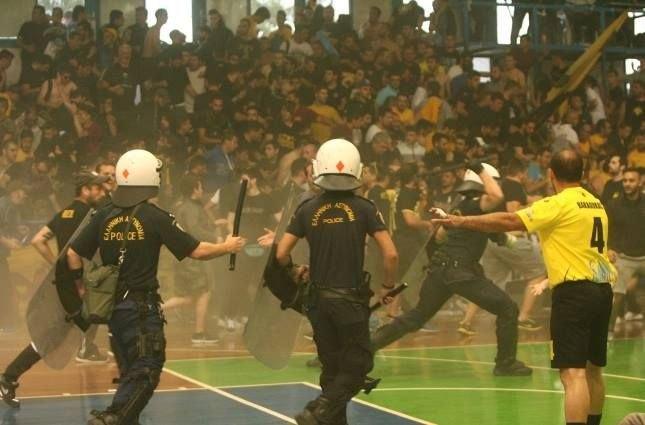 Φίλαθλοι της ΑΕΚ κινούνται νομικά εναντίον της αστυνομίας για τα αίσχη της Κυψέλης