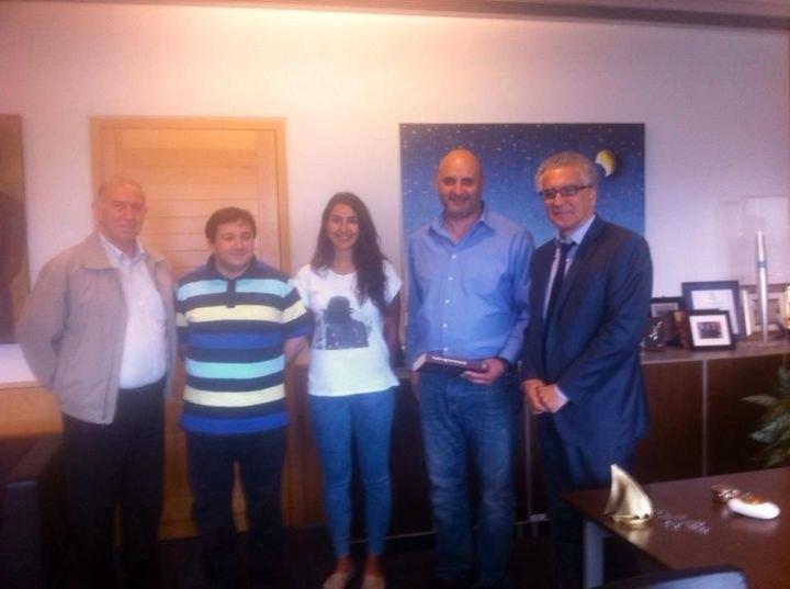 Φανέλες της ΑΕΚ μοίρασε στην Κύπρο ο Ρουμελιώτης