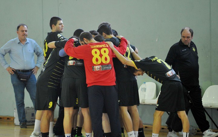 """Με φύλακα """"άγγελο"""" τον Τσιλιμπάρη, η ΑΕΚ κέρδισε με 23-22 τον Φίλιππο Βέροιας"""