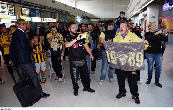 Αποθεωτική υποδοχή στα Χανιά για τον Δέλλα και τους παίκτες της ΑΕΚ (ΦΩΤΟ)