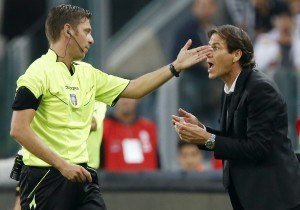 AS Roma's coach Garcia argues with referee Rocchi during their Italian Serie A soccer match against Juventus at the Juventus  stadium in Turin
