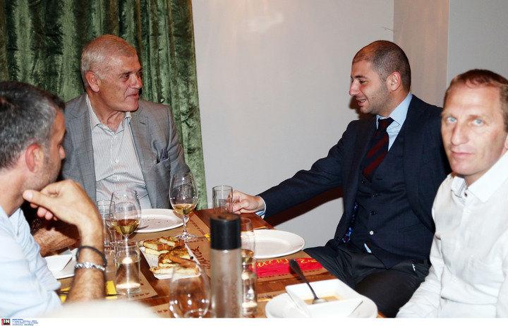 Δημήτρης και Γιώργος Μελισσανίδης κοντά στους παίκτες στο δείπνο της ΑΕΚ