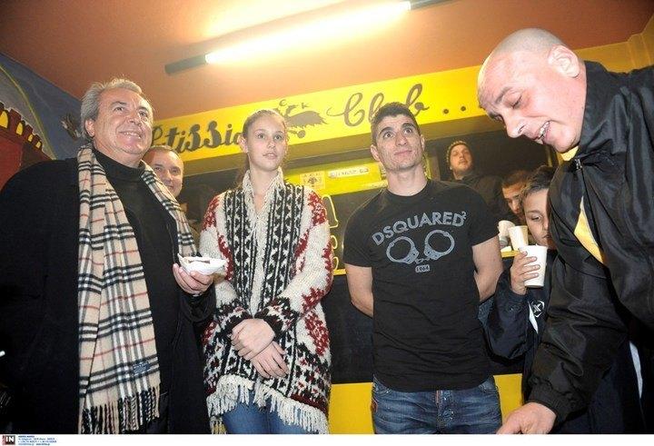 """""""Πανικός"""" με Μάνταλο στην κοπή πίτας του Club των Πατησίων (ΦΩΤΟ)"""