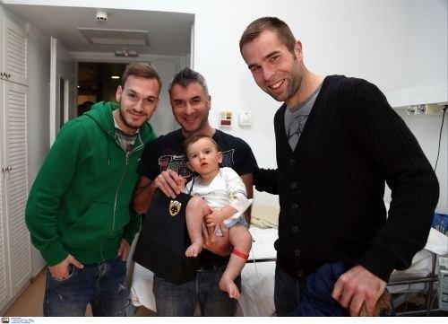 Μπρέσεβιτς και Μπακάκης μοίρασαν χαμόγελα και «έφτιαξαν» νέους ΑΕΚτζήδες (VIDEO)