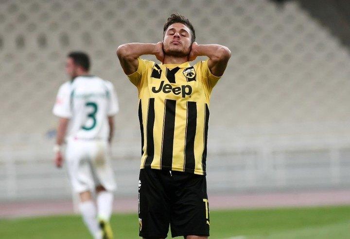 """""""Υπουλο"""" το κτύπημα του Πλατέλλα στο ματς με Ατρόμητο, έντονη ανησυχία στην ΑΕΚ"""