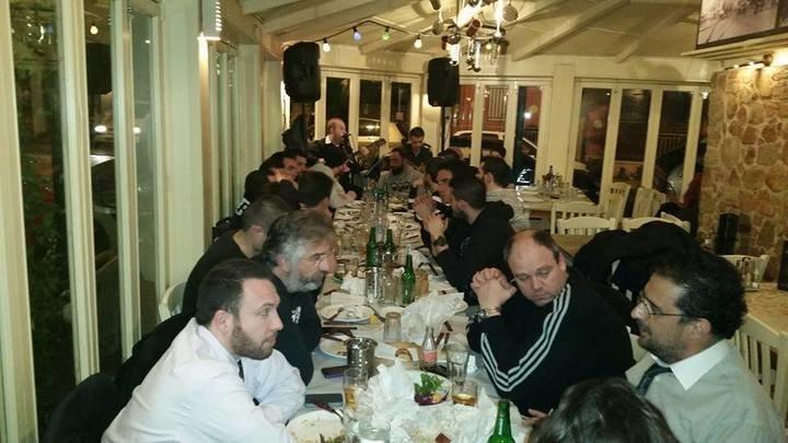 Δείπνο η διοίκηση της Ερασιτεχνικής στην ομάδα χάντμπολ ενόψει τελικού (ΦΩΤΟ)