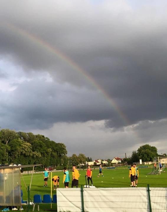 Βροχή και ουράνιο τόξο στο Ρεμές (ΦΩΤΟ)