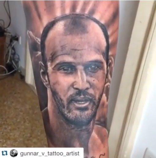 Συγκλόνισε ο Μόρας: Εκανε τατουάζ τον αδερφό του (ΦΩΤΟ)