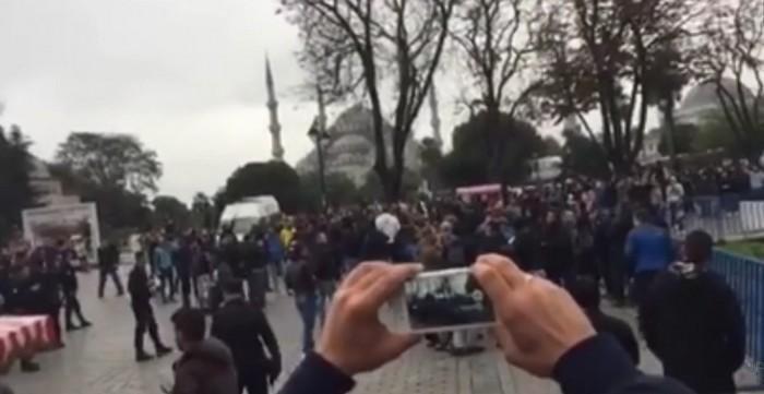 «Χάλασαν» την προσευχή των μουσουλμάνων οι ΑΕΚτζήδες (VIDEO)