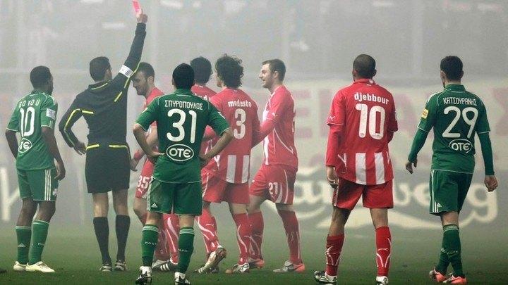 Κόκκινη κάρτα για παίκτη του ΟΣΦΠ στο Καραϊσκάκη 1.814 μέρες μετά!