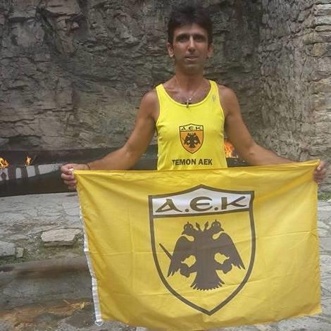 Θα τρέξει 500 χιλιόμετρα για το ΑΕΚ - Ολυμπιακός!