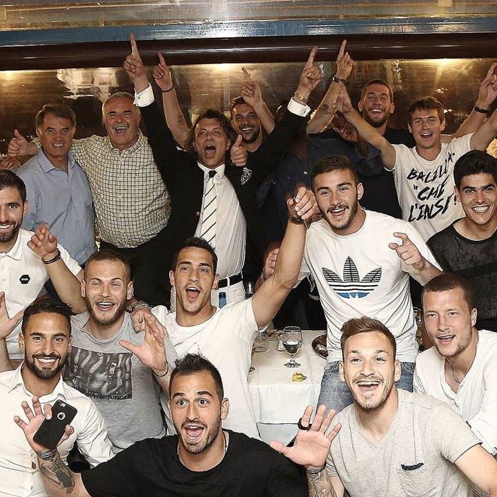 Επική φωτογραφία των παικτών της ΑΕΚ με Ψινάκη (ΦΩΤΟ)
