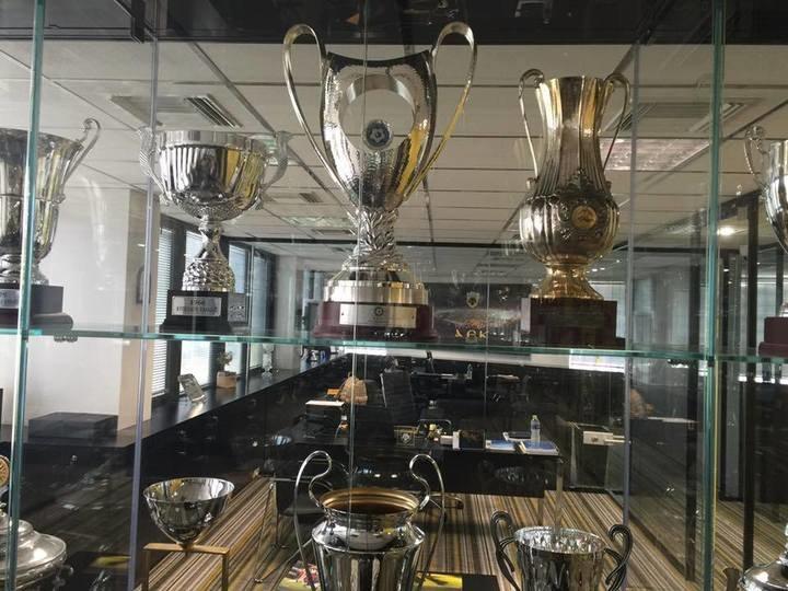 Το 15ο Κύπελλο της ΑΕΚ πήρε την... θέση του (ΦΩΤΟ)