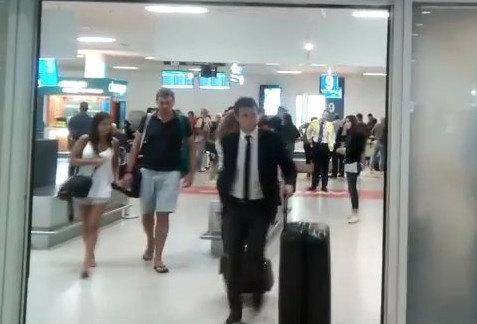 VIDEO από την άφιξη Αρουαμπαρένα στην Αθήνα