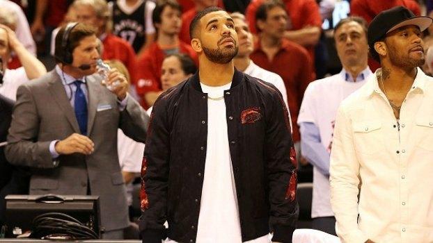 Η «κατάρα» έσπασε: Ο Drake αγκαλιά με την κούπα του ΝΒΑ! (ΦΩΤΟ)