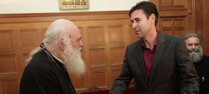 Συνάντηση Ιερώνυμου με Τσιάρτα -«Η σημαία δεν είναι χαρτομάντηλο και πρέπει να την κρατάνε Ελληνόπουλα»