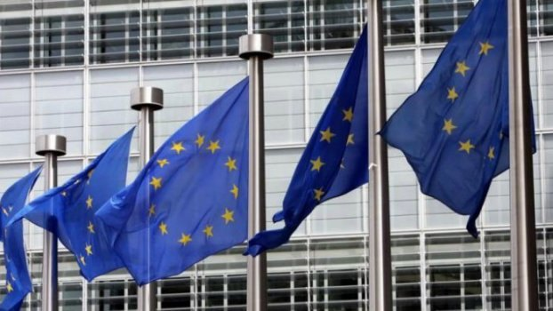 Επεκτείνεται γι' ακόμη έξι μήνες η εποπτεία της Κομισιόν στην Ελλάδα