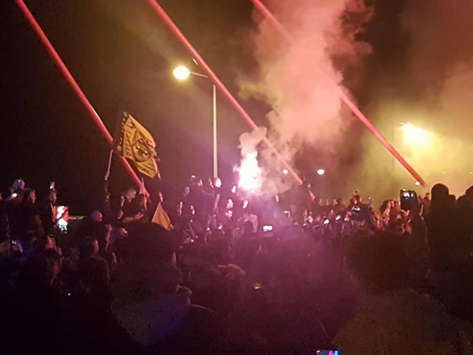 ΑΠΟΘΕΩΣΗ! - Ο κόσμος υποκλίθηκε στους θριαμβευτές του Καραϊσκάκη! (VIDEO)