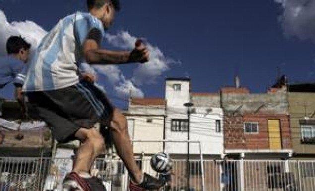 Συγκλονιστικές αποκαλύψεις στο ποδόσφαιρο: Βίαζαν ανήλικους στις ακαδημίες για οκτώ ευρώ (ΦΩΤΟ)