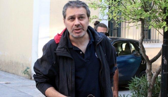 Ο Στέφανος Χίος πυροβόλησε στον αέρα για εκφοβισμό δικαστικού επιμελητή