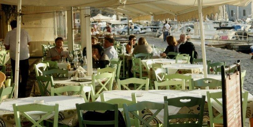 Τουρίστες στην Κρήτη κάθισαν σε ταβέρνα και παρήγγειλαν μόνο νερό (ΦΩΤΟ)