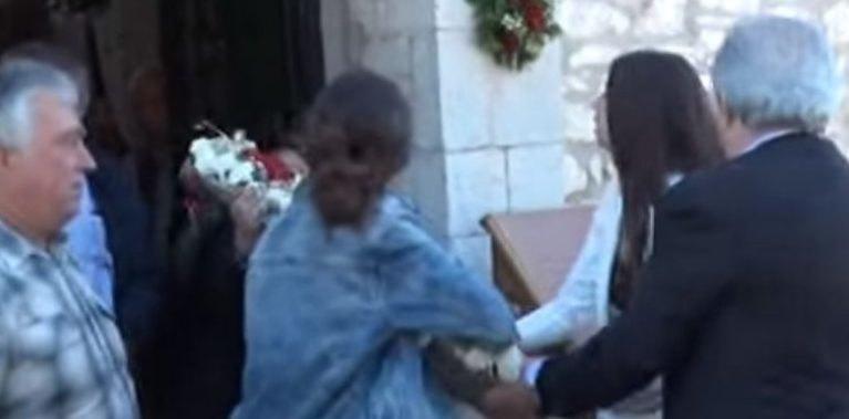 Στον Άγιο Γεώργιο κόντεψαν να παίξουν ξύλο για την περιφορά της εικόνας (VIDEO)