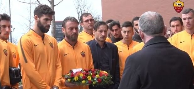 Η Ρόμα κατέθεσε στεφάνι για τα θύματα του Χίλσμπορο (VIDEO)