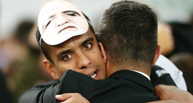 Γλύψτε κι άλλο τον Ιβάν! Ο Μάτος στο Παρίσι με μάσκα... Σαββίδη (VIDEO)