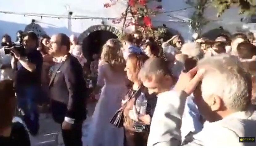 Στην Τήνο... παντρεύτηκε Original γαμπρός και έγινε γιορτή! (VIDEΟ)