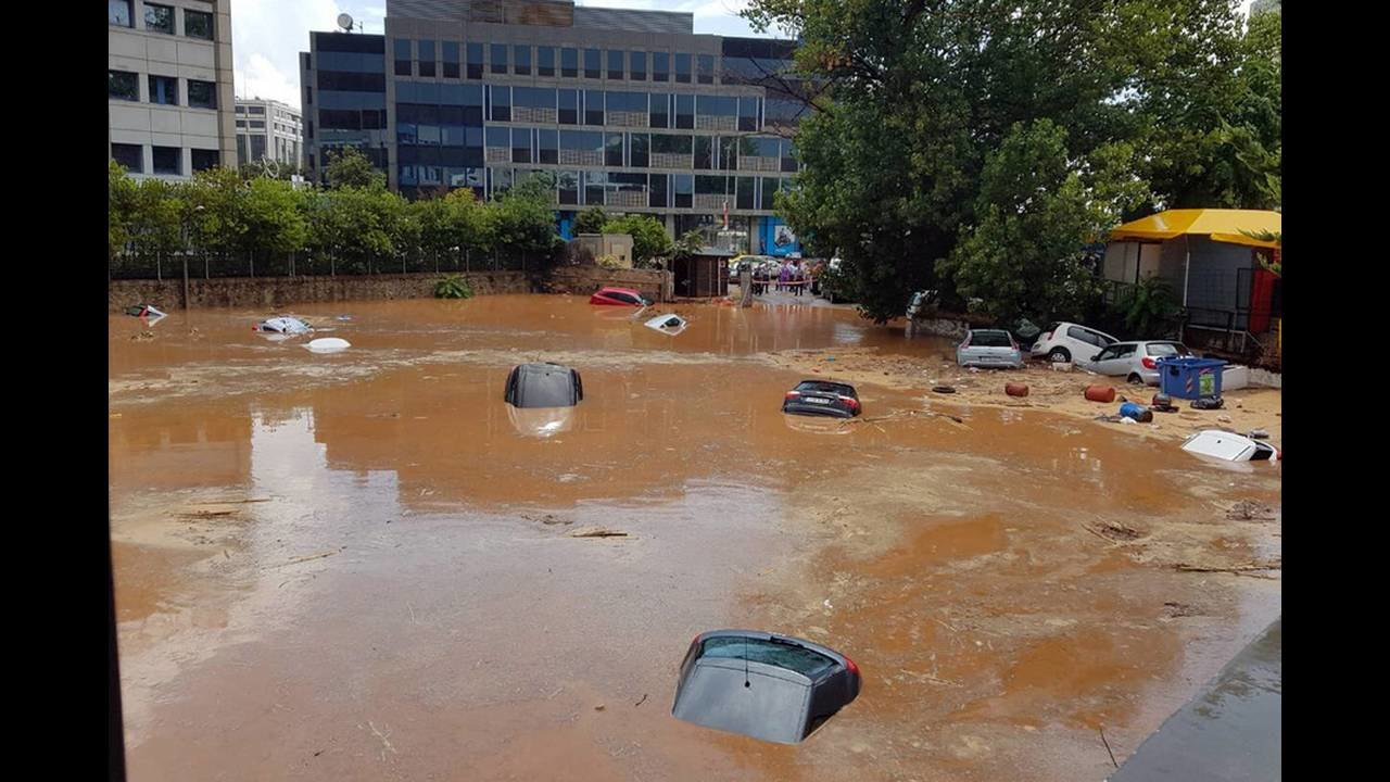 Βούλιαξαν αυτοκίνητα από πλημμύρες στο Μαρούσι - Κίνδυνος για πεζούς (ΦΩΤΟ+VIDEO)
