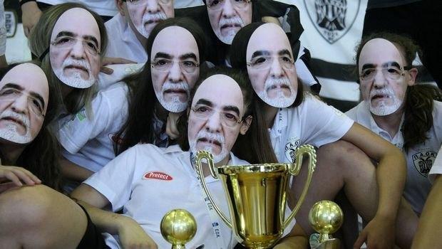 Γραφικότητες σε όλα τα τμήματα... Με μάσκες Σαββίδη οι Κορασίδες του ΠΑΟΚ! (ΦΩΤΟ)