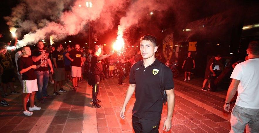 Εικόνες από την εντυπωσιακή υποδοχή της ΑΕΚ στην Τρίπολη