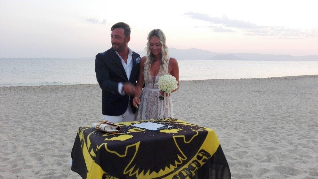Ένας... αλλιώτικος ΑΕΚτζήδικος γάμος σε παραλία της Νάξου! (ΦΩΤΟ+VIDEO)