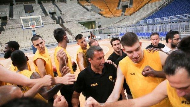 Προπονήθηκε και «πετάει» για Κύπρο η ΑΕΚ!