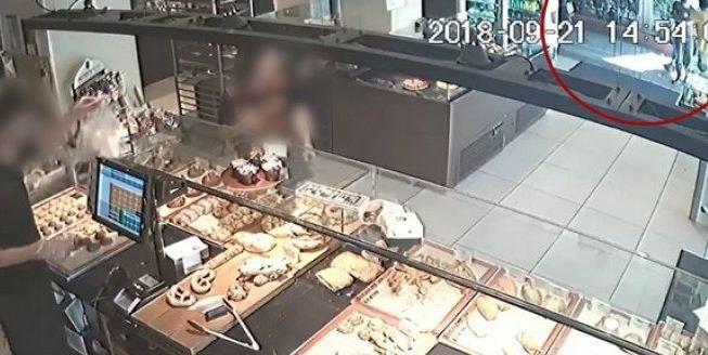 Ανατροπή στην υπόθεση Ζακ Κωστόπουλου: δέχθηκε τραμπουκισμό λίγο πριν μπει στο κοσμηματοπωλείο (VIDEO)