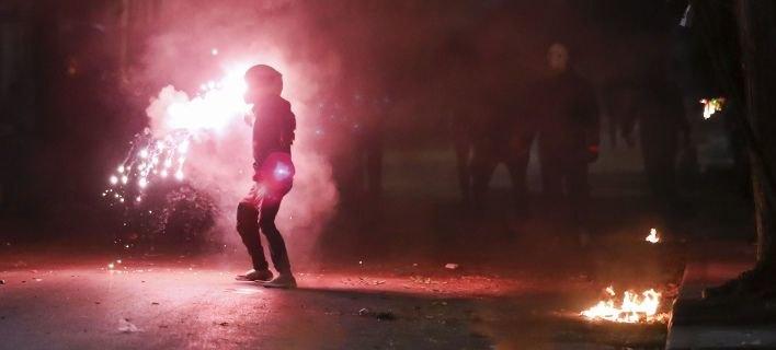 Συμπλοκές οπαδών στο Δωματιάκι στην λεωφόρο Αλεξάνδρας -Βόμβες μολότοφ και καπνογόνα!
