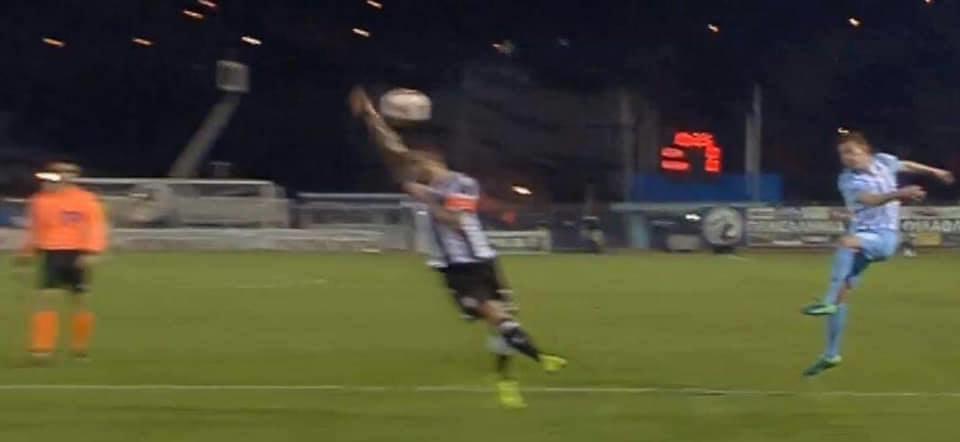 Eπαιξε... βόλεϊ ο Βιεϊρίνια στη Λαμία, έπνιξε το πέναλτι ο Τσαμούρης! (ΦΩΤΟ-VIDEO)