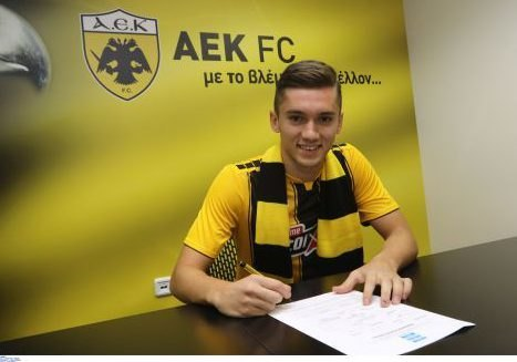 Eικόνες από τις υπογραφές του Ανέλ Σαμπανάτζοβιτς με την ΑΕΚ