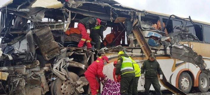 Βολιβία: 22 νεκροί από τη σύγκρουση δύο λεωφορείων