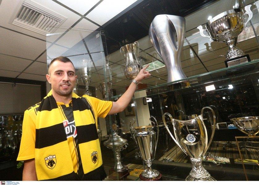 Πόζαρε με την κούπα του πρωταθλητή ο Κρίστιτσιτς (ΦΩΤΟ)