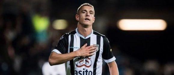 Δεν παίζει μόνη η ΑΕΚ για Πέτερσον