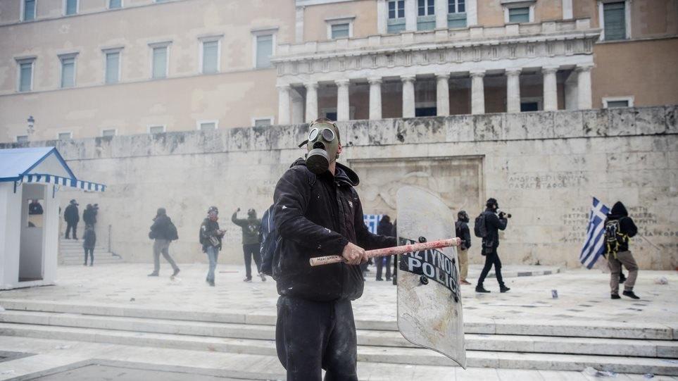 Στους 32 οι τραυματίες από το συλλαλητήριο για την Μακεδονία στο Σύνταγμα!