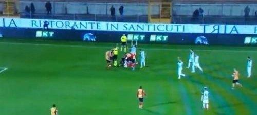 Σοκαριστικός τραυματισμός στην Ιταλία και αναβολή μετά από 4 δευτερόλεπτα αγώνα (VIDEO)