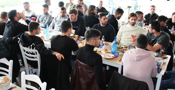 Tο γεύμα των παικτών της ΑΕΚ στη Βουλιαγμένη (ΦΩΤΟ)