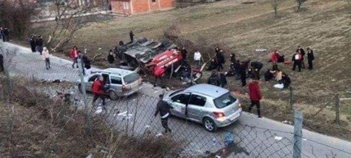 14 νεκροί από ανατροπή λεωφορείου έξω από τα Σκόπια (ΦΩΤΟ)