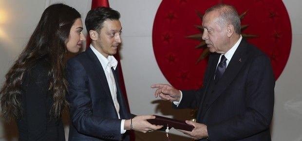 O Eζίλ κάλεσε τον Ερντογάν στο γάμο του και... τσάντισε την Μέρκελ