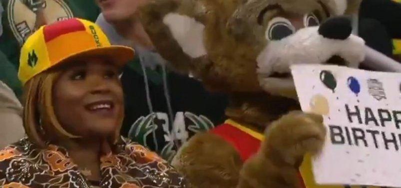 Οι Μπακς ευχήθηκαν στην Βερόνικα Αντετοκούνμπο (VIDEO)