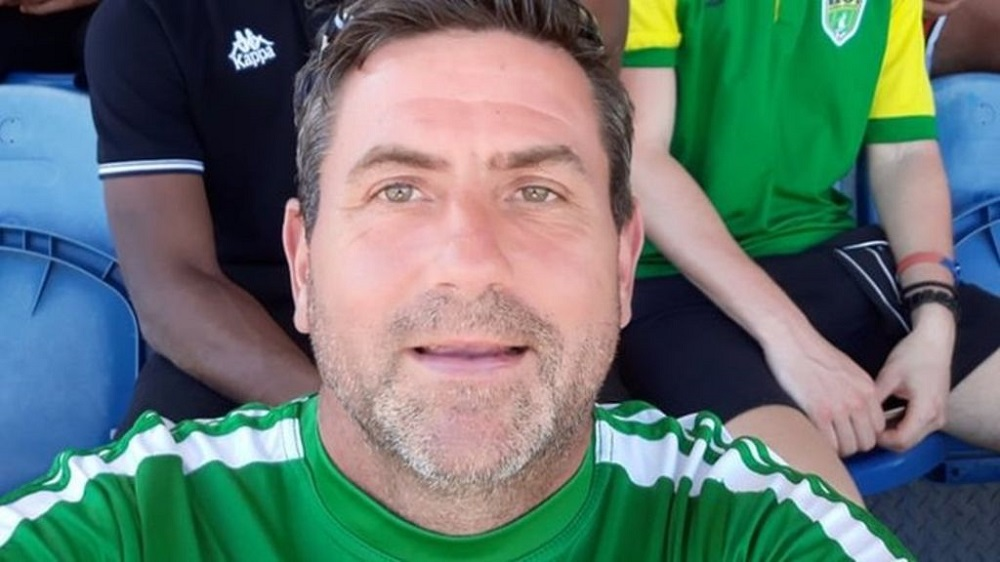 Διεθνής ποδοσφαιριστής, ετών 49!