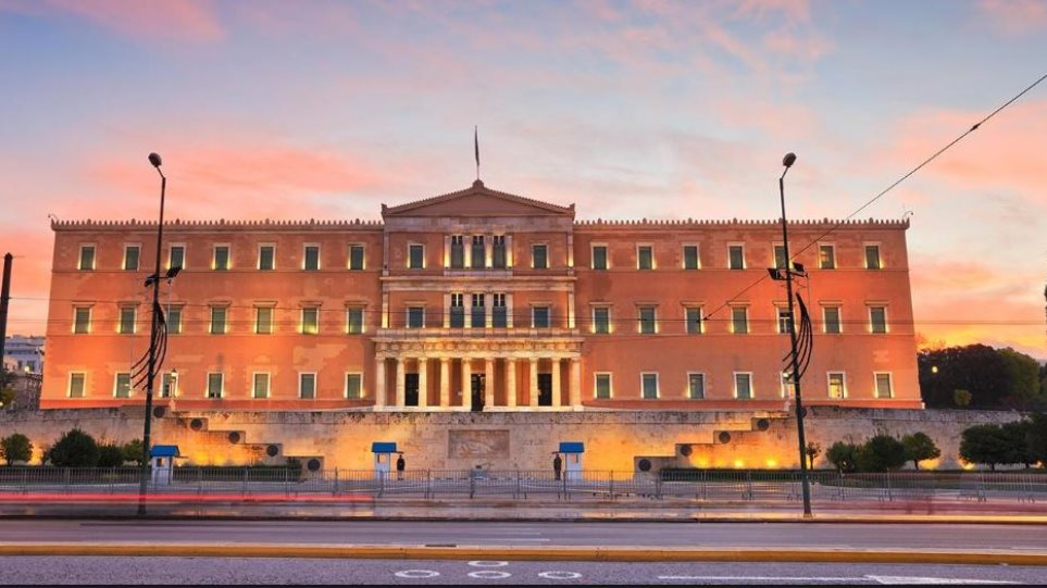 Με κόκκινο και μαύρο χρώμα θα φωτιστεί η Βουλή προς τιμήν της επετείου για την Γενοκτονία