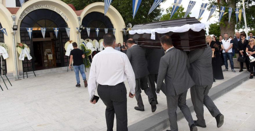Βαθιά συγκίνηση στο τελευταίο «αντίο» στον Γιώργο Ξενίδη (ΦΩΤΟ)